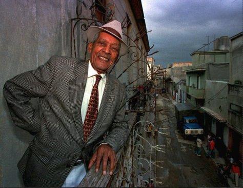 El músico cubano Francisco Repilado, conocido como Compay Segundo, en su casa de La Habana