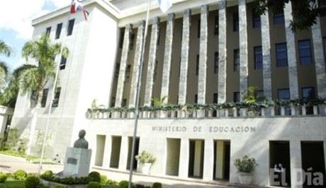 El Ministerio de Educación está al tanto de la decisión adoptada por los colegios privados, pero se ha mantenido pasivo.