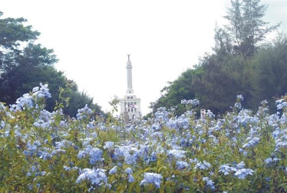 Una hermosa vista panorámica del símbolo de Santiago, el Monumento a los Héroes de la Restauración, que da la bienvenida a quienes ingresan desde la parte Este.