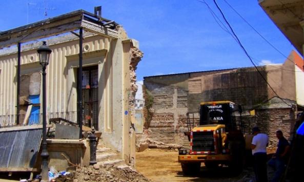 Ruinas de la casa de Simeón Mencía en la calle 16 de Agosto.