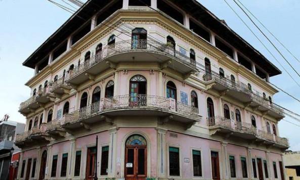 Hotel Mercedes, 30 de Marzo esquina Máximo Gómez.