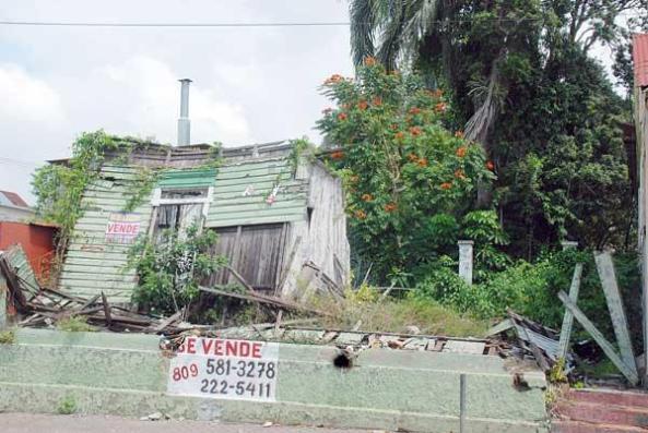 Una de las casas abandonadas por los dueños en el sector de Los Pepines. Foto: Carlos CHICON.
