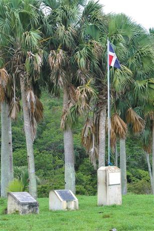 Fuerte Santo Tomás, primera fortaleza establecida en la isla durante el segundo viaje de los españoles.