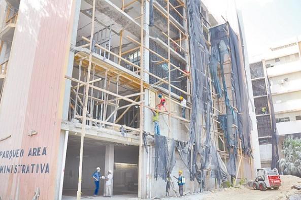 Las remodelaciones del hospital Cabral y Báez no terminan. (Ricardo Flete)