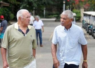 Osvaldo Virgil (1956) y Felipe Alou (1958), los primeros dos dominicanos en debutar en las Grandes Ligas.