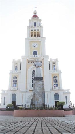 La iglesia del Sagrado Corazón es el símbolo arquitectónico de Moca. Su belleza le hace escenario frecuente de bodas y celebraciones religiosas familiares.