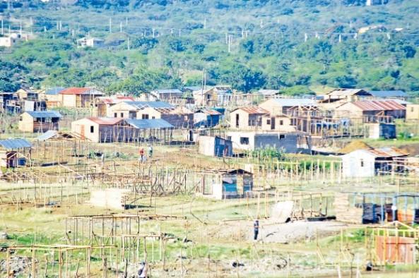 Los invasores promueven la construcción de casuchas en terrenos privados. (Ricardo Flete)