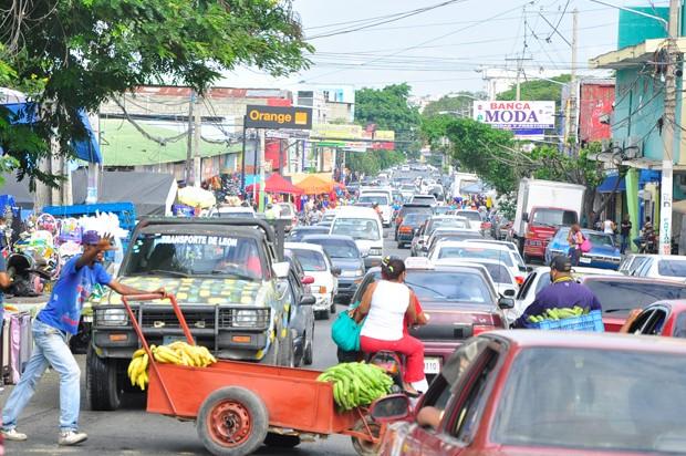 Resultado de imagen para fotos de la alcaldía de santiago haciendo censo a haitianos y dominicanos haciendo censo en mercado de pueblo nuevo