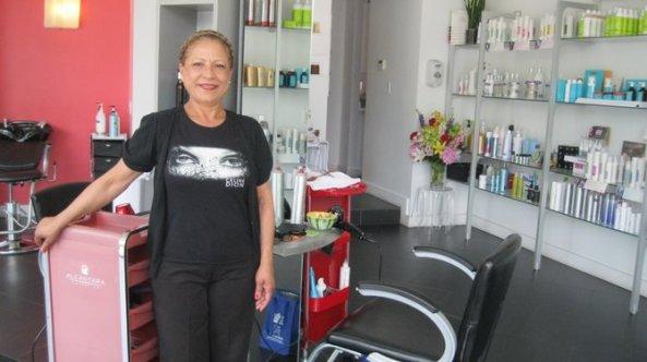 Damaris Pimentel en su peluquería Ultra Beauty Salon, en Jamaica Plain |