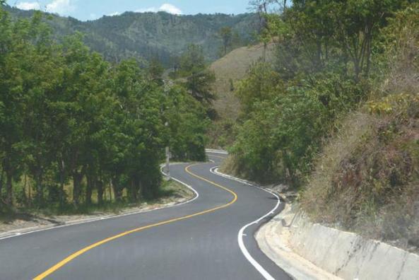El asfaltado de la carretera Jánico-Juncalito, que conecta a Juncalito con Jánico, está avanzado en más de un 90%.