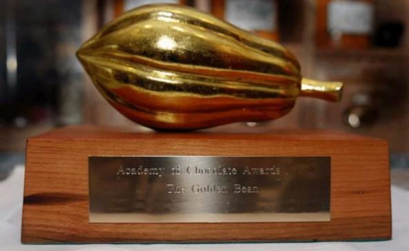 """El trofeo """"Golden Bean"""". (Ottawa Citizen)"""